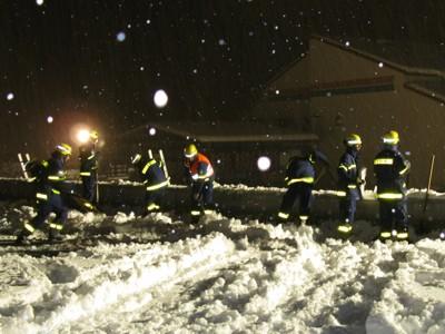 Der Schnee wurde vom Dach geschaufelt