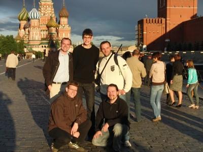Ein Teil der THW-Delegation vor der Basilius-Kathedrale in Moskau