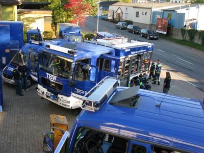 Neben dem restlichen Eberbacher Fuhrpark standen Gerätekraftwagen 1 (mittig) und Mehrzweckkraftwagen (unterer Bildrand) zur Besichtigung bereit
