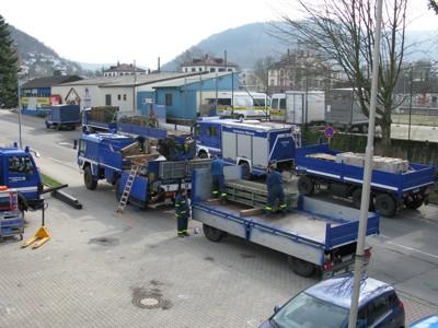Die endgültige Verlastung der Teile fand vor der Eberbacher Fahrzeughalle statt