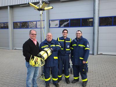Ulrich Schaffer, Markus Haas, Markus Hofmann und Florian Weiß bei der Übergabe