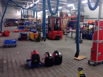 Die Prüfung der technischen Gerätschaften fand in der Fahrzeughalle statt